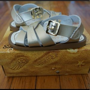 BNIB/NWT Gold Salt Water Sandals. Sz 6 Toddler